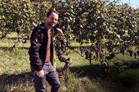 Johan Eklöf är utbildad sommelier, produktchef hos vinimportören Enjoy Wine & Spirits och expert i den onördiga vinpodden Vin för rookies.