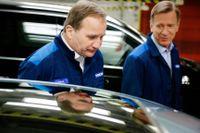 Statsminister Stefan Löfven besökte på fredagen Volvo-fabriken i Torslanda. Han guidades runt av Volvos vd Håkan Samuelsson (till höger).