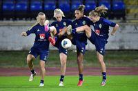 Fotbollslandslaget under träning inför fredagens VM-kvalmatch mot Slovakien.