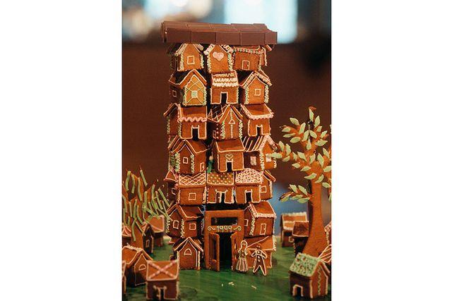 Varför nöja sig med ett hur när man kan bygga flera? Huset var ett av bidragen i pepparhustävlingen på Arkitektmuseet 1999.