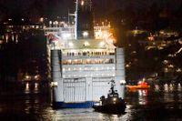 Passagerarfärjan Princess Anastasia har gått på grund utanför Lidingö efter att ha kommit ur kurs.