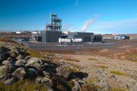 Denna fabrik tillhörande det isländska företaget Carbon Recycling International producerar 4000 ton metanol om året från koncentrerad koldioxid som kommer ifrån ett intilliggande geotermiskt kraftverk.