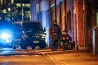 Polisens nationella bombskyddsgrupp vid platsen på Hisingen där ett misstänkt föremål hittades vid en bil på tisdagen.