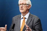 Johan Carlsons uttalande om antalet som dör av coronaviruset har väckt ilska.
