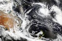 En satellitbild från Nasa visar cyklonen Yasa över Fiji i bildens övre högra hörn.