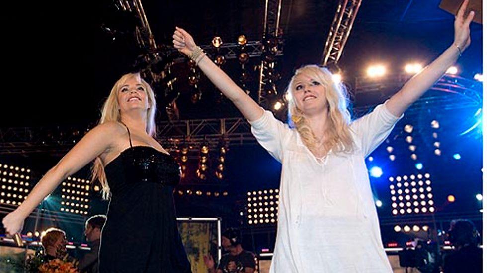 Marie Picasso och Amanda Jensen klara för final efter veckofinalen i TV4:as Idol 2007.