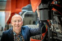 Lars Stenqvist, teknikchef för AB Volvo, räknar med en snabb omställning, bort från diesel. Kring 2040 ska nästan alla Volvobilar drivas med el, från bränsleceller eller batterier.