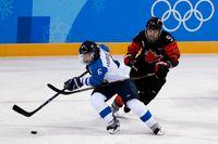 Luleås backstjärna Jenni Hiirikoski (6) ska försöka ta Finland till guld i ishockey-VM. Arkivbild.