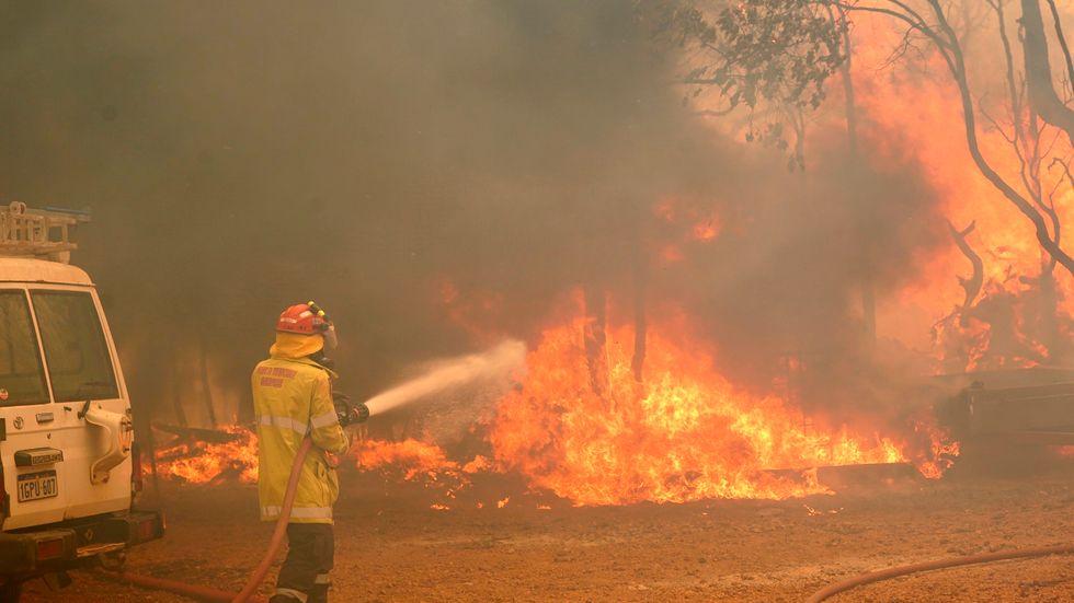 Brandbekämpning pågår i Perths utkanter.
