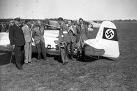 Norrköpings stadsmuseum synar stadens nazistiska historia. Här ett foto av en flygtävling 1937 på Kungsängens flygplats utanför Norrköping. Pressbild.