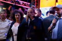 Den armeniske oppositionsledaren Nikol Pasjinian möter anhängare efter att han har förlorat en omröstning om premiärministerposten i parlamentet. Nu uppmanar han till civil olydnad.