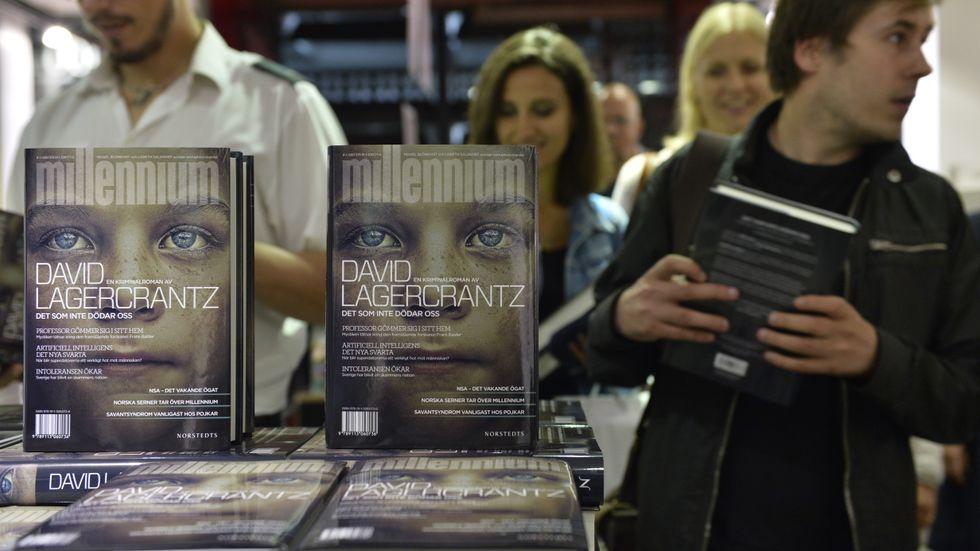 """Vid midnatt natten till torsdagen släpptes David Lagercrantz fristående """"Millennium""""-bok """"Det som inte dödar oss""""."""