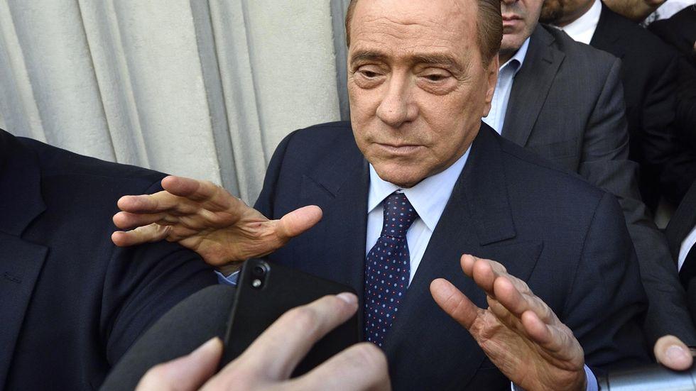 Silvio Berlusconi ställs inför rätt i juli, misstänks för att ha mutat vittnen i en tidigare rättegång. Arkivbild.