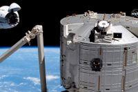 Rymdfarkosten från SpaceX har kommit fram till ISS.