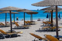 Det så kallade vaccinpasset ska underlätta för resande inom Europa. Bilden är tagen på den grekiska turistön Rhodos – där det än så länge är ganska glest bland de inresta solbadarna.