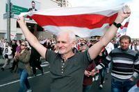 Ales Bjaljatski, årets mottagare av Right Livelihood Award, på gatorna i Minsk.