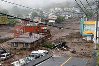 Människor har omkommit och saknas efter ett jordskred i Atami, Japan.