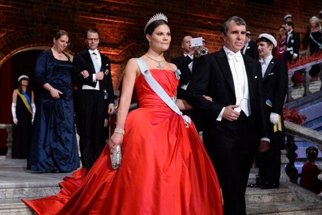 Många anser att Victorias klänning från förra årets bankett är den vackraste hon har burit.