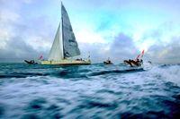 Ett containerfartyg är på väg att hämta upp den brittiska seglaren som deltar i Golden Globe Race. Arkivbild.