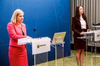 FInansminister Magdalena Andersson (S) och och biträdande finansminister Åsa Lindhagen (MP) presenterar budgetnyheter under en pressträff i Rosenbad.