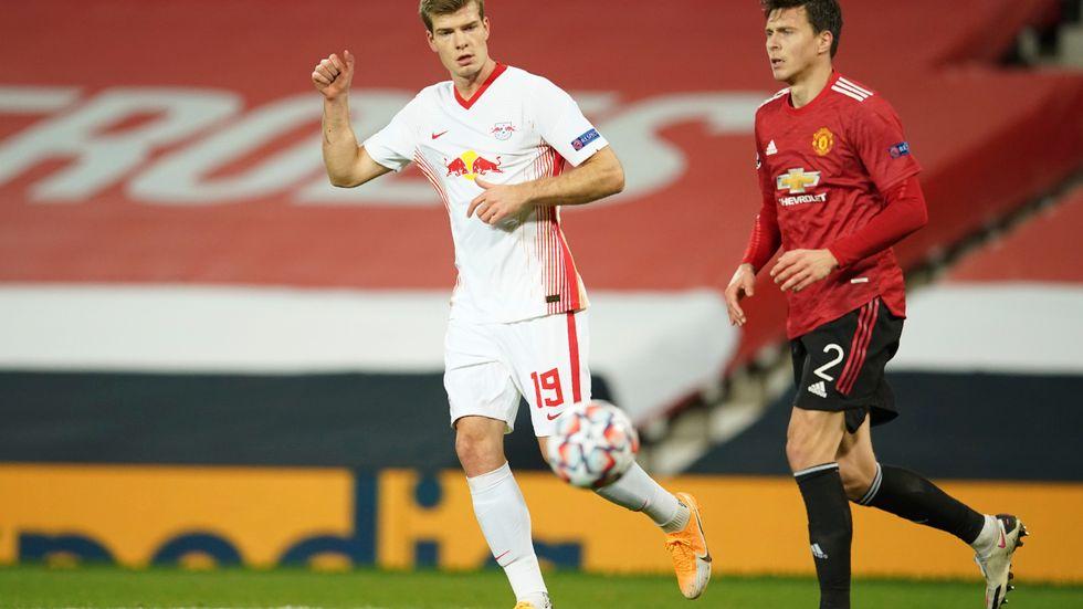 Victor Nilsson Lindelöf, till höger, får även i fortsättningen spela inför tomma hemmaläktare på Old Trafford. Arkivbild.