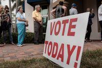 Don och Ardyth Stone förtidsröstar i Florida.