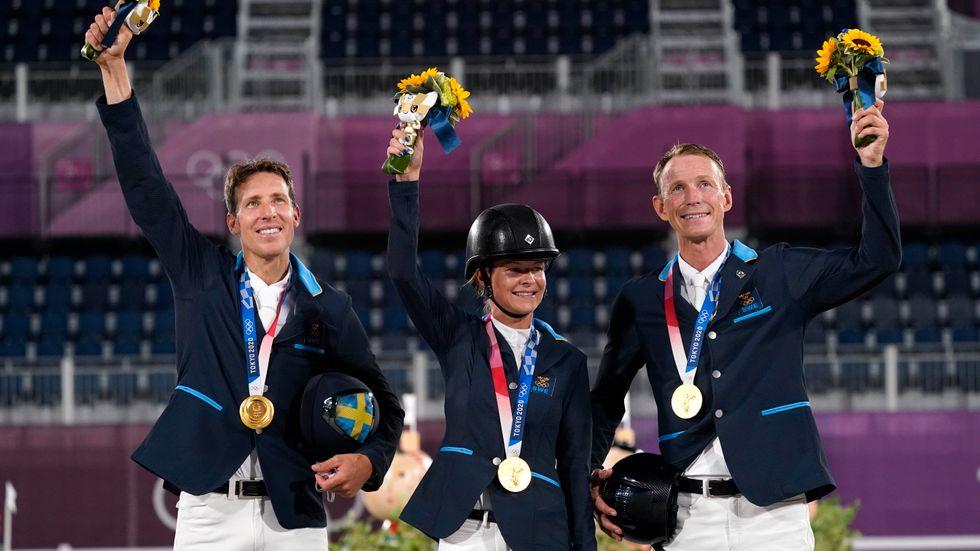 Henrik von Eckermann, Malin Baryard-Johnsson och Peder Fredricson högst upp på prispallen i OS i Tokyo.