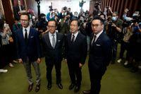 De avstängda parlamentsledamöterna Dennis Kwok, Kenneth Leung, Kwok Ka-Ki och Alvin Yeung under en presskonferens i Hongkong på onsdagen.