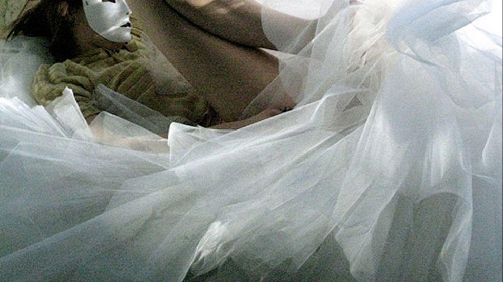 """Bloggaren """"Erika"""" med 750 klänningar på Östermalm finns inte. I själva verket var berättelsen densamma som i en opera som bloggen gör pr för."""
