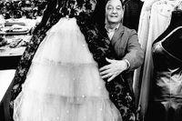 """Max Goldstein alias """"Mago"""", Kostymtecknare, kostymdesigner, klädskapare, teaterdekoratör som ritat en mängd kläder för både svenska och utländska filmer och teateruppsättningar."""