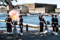Salut för Prinsessan Madeleines nyfödde son. 21 skott sköts från Skeppsholmen.