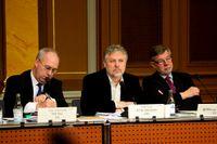 Per Bill, KUs vice ordförande, Peter Eriksson, KUs ordförande, och Björn von Sydow under utfrågningen.