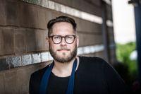 Robert Wickström beskriver sitt ätande som ett självskadebeteende.