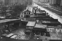 """Denna plats mellan Karlaplan och Valhallavägen beskrivs i SvD 1939 som en """"kåkstad"""" – läs mer längre ner i artikeln."""
