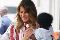 Melania Trump besöker Greater Accra Regional Hospital i Accra, Ghana.