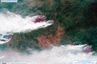 En satellitbild från den ryska rymdmyndigheten Roscosmos visar skogsbränderna i sibiriska Krasnojarsk den 21 juli.