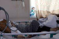 Afghanska vårdinrättningar riskerar att stängas, enligt WHO. På bilden en covidavdelning på ett sjukhus i Kabul. Arkivbild.