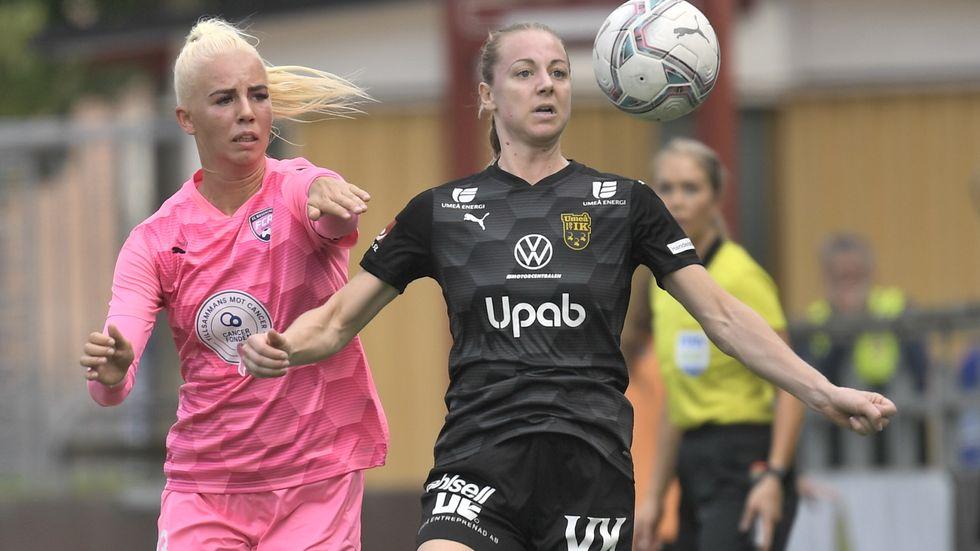 Rosengårds Sofie Svava jagar Umeås Olivia Holm. Matchen slutade 0–0.