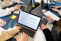 Distansundervisning kan vara orsaken till att fler elever går ut gymnasiet med ofullständiga betyg. Arkivbild.