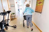 Bristande svenskkunskaper hos personalen utgör en direkt fara för brukarna inom äldreomsorgen. Arkivbild.