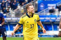 Viktor Claesson jublar efter sitt 1–0-mål mot Frankrike i Paris.