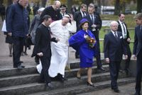 Påven i Lundagård med kungaparet.