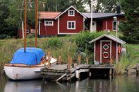 Nära vatten och gärna på Västkusten, i Stockholms skärgård eller på Gotland. Där ska fritidshuset ligga om svensken själv får välja.