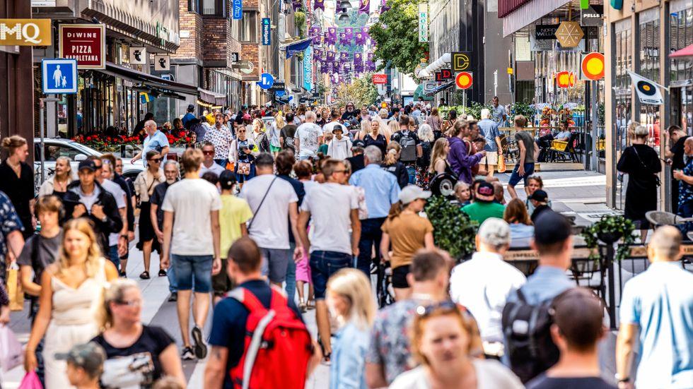 De svenska smittotalen är nu fyra gånger så höga som i augusti förra året, vilket väcker oro inför hösten.