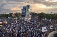 I somras samlades tusentals i Malis huvudstad Bamako för att fira att president Ibrahim Boubacar Keïta avsatts. Arkivbild.