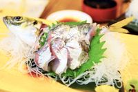 Den stackars fisken sprattlade fortfarande när det var dags att sätta ätpinnarna i den.