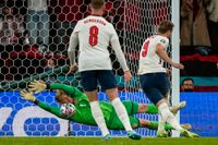 Kasper Schmeichel räddade straffen mot England, men kunde inte hålla bort returen.