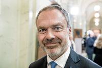 Sverige borde återinföra möjligheten att dela ut ordnar till sina medborgare, tycker Jan Björklund och Liberalerna.