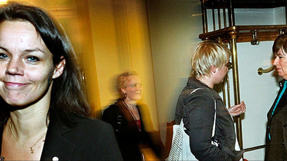 Veronica Palm med Mona Sahlin i bakgrunden.