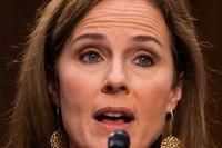Senatsutfrågningen av Amy Coney Barrett (tv) inleddes i måndags.